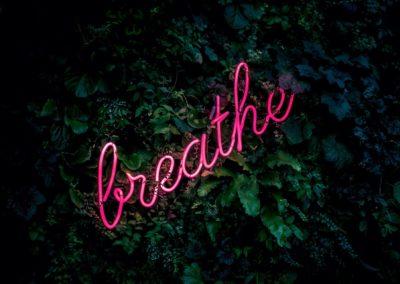 écriture lumineuse breathe