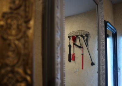 Accessoires et miroir salon